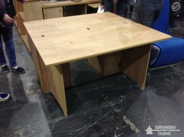 KR's unfolding desk/table, I'd never be able to get the painting bit clear enough!